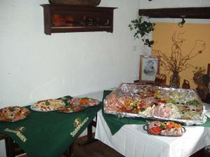naše švédské stoly...
