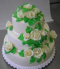 Jak vybrat ten správný? Bílý s bílými růžemi a zelenými lístky