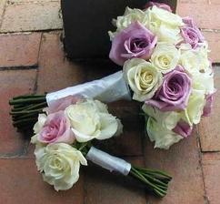 Pro nevěstu a maminky, jen místo fialkových modré