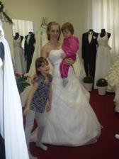 to sou ony.... s dcerou Adélkou a sestrou Nikolkou