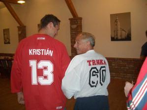a moj hokejista dostal svoj vlastny dresik aj s menom a datumikom aby nezabudol kedy sa stal zenac :)