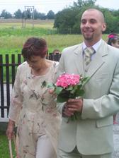 příchod ženicha a jeho maminky pro nevěstu