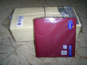 další ubrousky :), těch bordó mam ještě 5 balíků:)