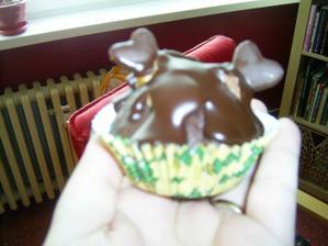 výsledný muffin na stoly, akorát musím sehnat ještě menší košíčky