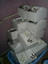 zatim pouze 20 ozdobených krabiček na výslužky, ještě mi jich chybí ozdobit 40...:)