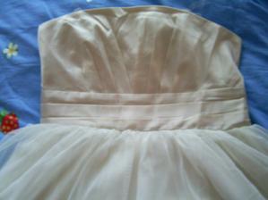 už dorazily šaty :) a jsou nádherné, tady detail vršku