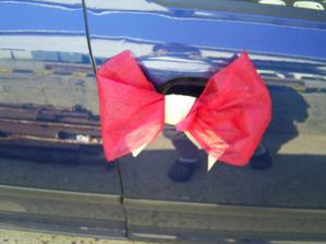 na kliky aut nevěsty a ženicha