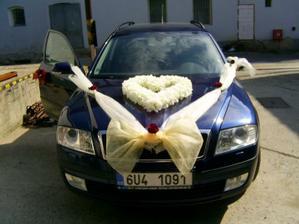 ...a tohle je auto nevěsty ale ta přední mašle bude bordó