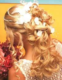 Svadobné účesy - čiastočne vypnuté dlhé vlasy