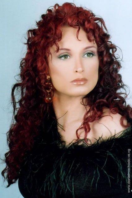 Druha seria - pekny make up a farba na vlasy