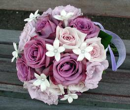 nebo ta?  barva svatby bude do lila - fialová