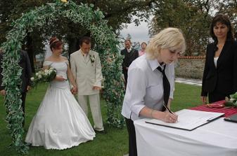 ...svědkyně ženicha...