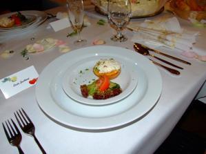 Předkrm - broskev plněná kuřecím salátkem - výborná!!!