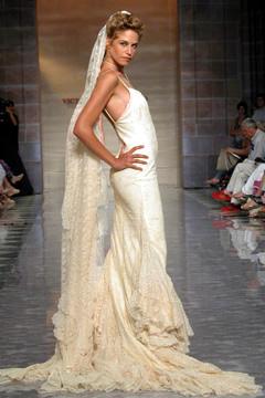 Najkrajšie svadobné šatičky - trošku ako záclona, ale efektné:)))
