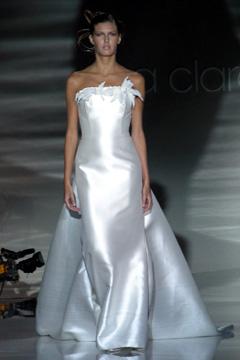 Najkrajšie svadobné šatičky - nádherne sa lesknú....