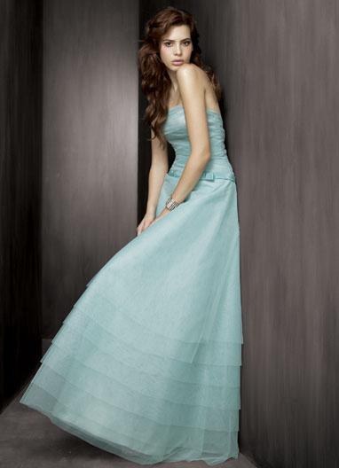 Najkrajšie Popolnočné plesové šaty :) + najkrajšie botičky - Obrázok č. 2