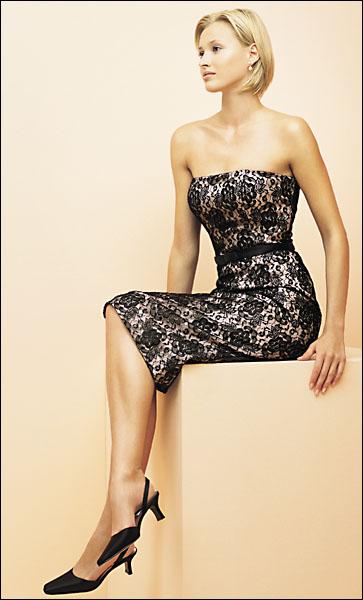 Najkrajšie Popolnočné plesové šaty :) + najkrajšie botičky - Obrázok č. 6