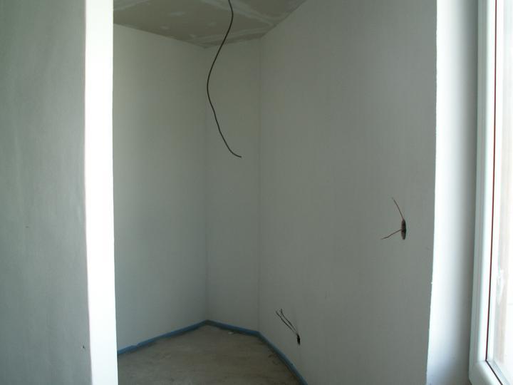 Náš dom ALEX - Šatník 1 zo spálne