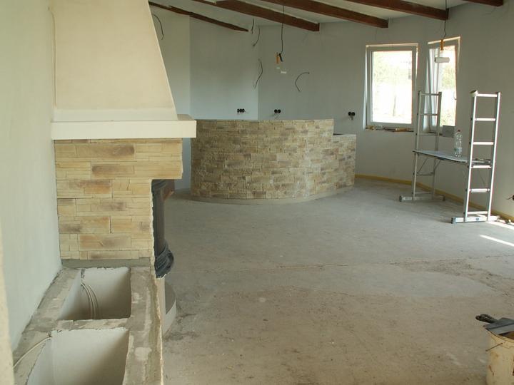 Náš dom ALEX - Pohľad na bar a krb