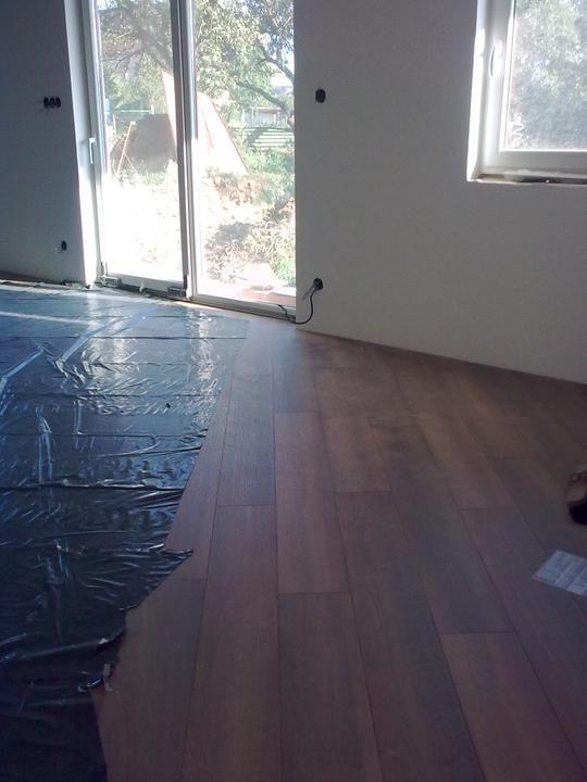 Náš dom ALEX - Položené podlahy