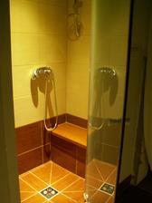 Sprchovaci kut v hlavnej kupelni