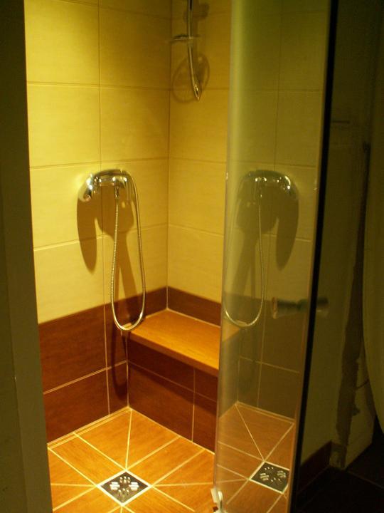 Náš dom ALEX - Sprchovaci kut v hlavnej kupelni