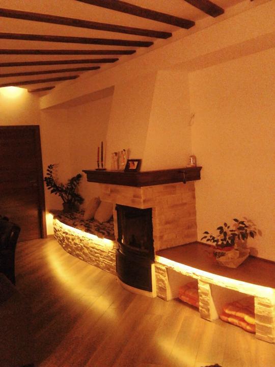 Náš dom ALEX - Osvetlenie lavice LED pasikom