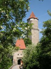 hezčí pohled na hrad Zvíkov