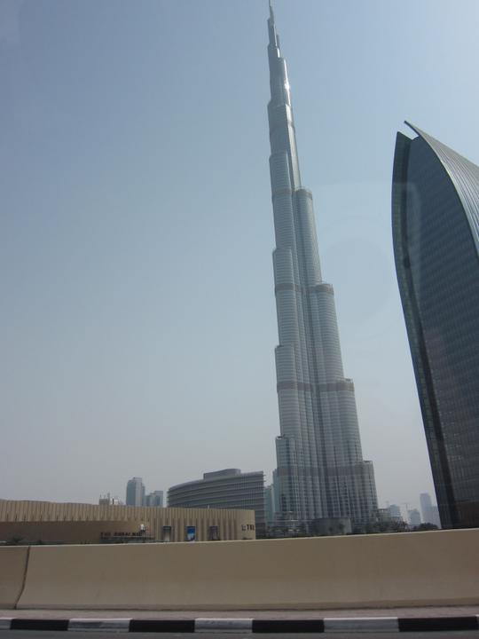 Eva{{_AND_}}Tom - Burj Khalifa - nevyšší budova světa. Měří přes 820 metrů