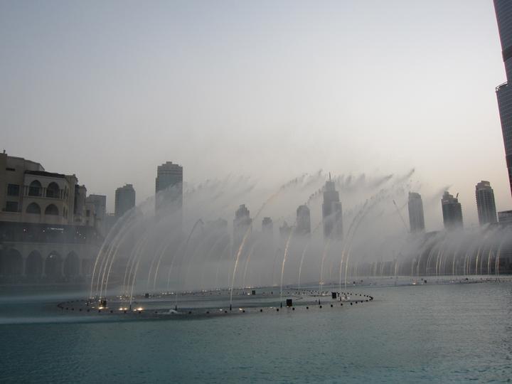 Eva{{_AND_}}Tom - světová fontána před Burj Khalifou