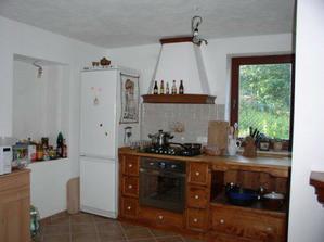 nová kuchyně, zatím bez baru