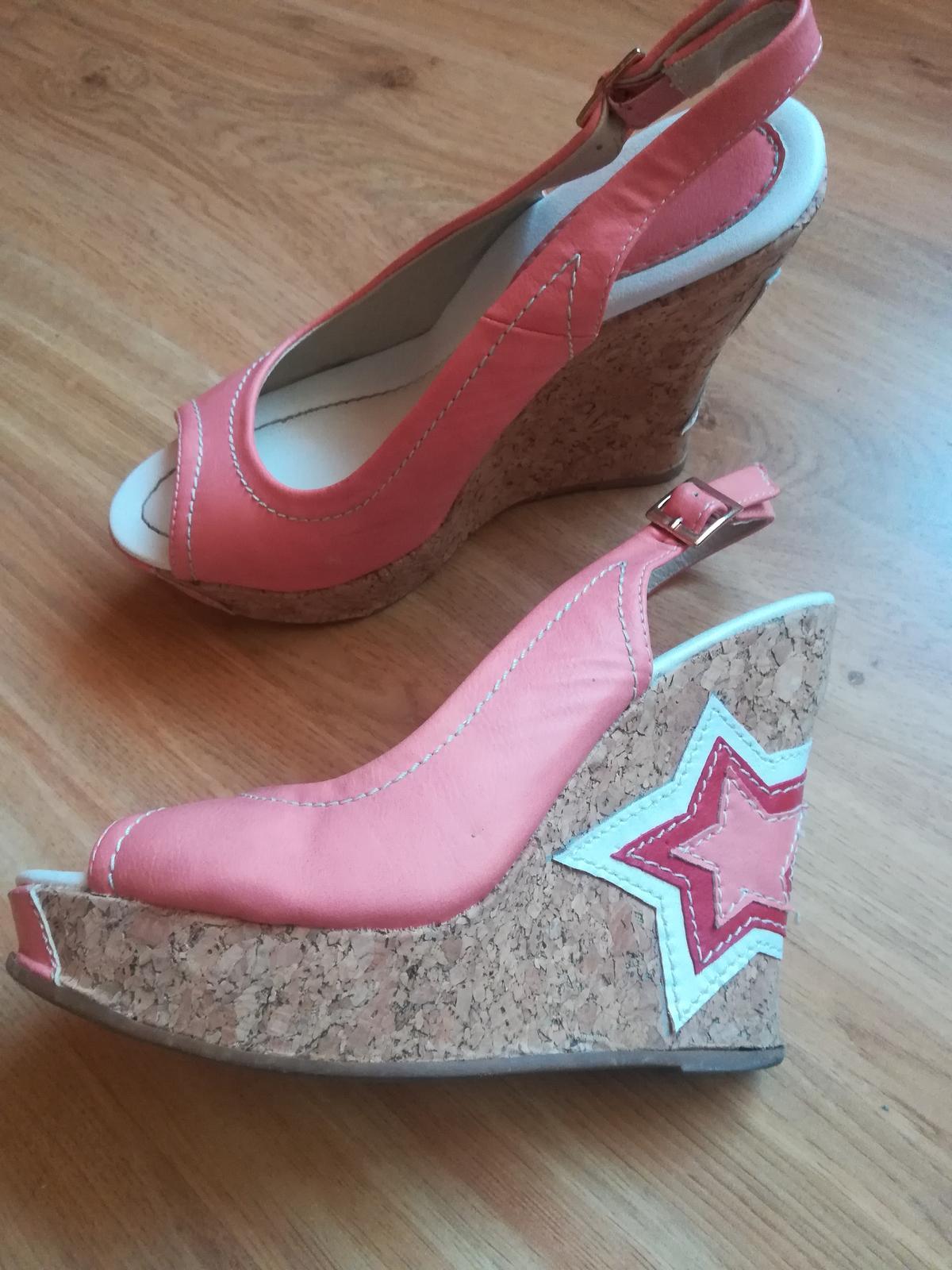 Lososové sandále na platforme - Obrázok č. 1
