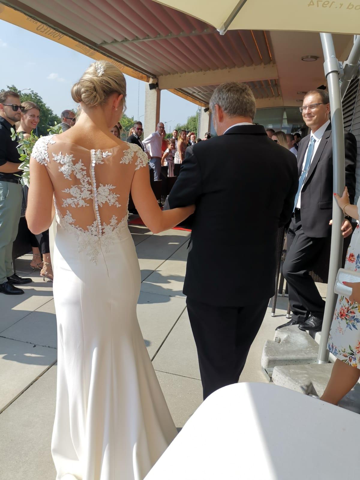 Puzdrove svadobne saty - Obrázok č. 1