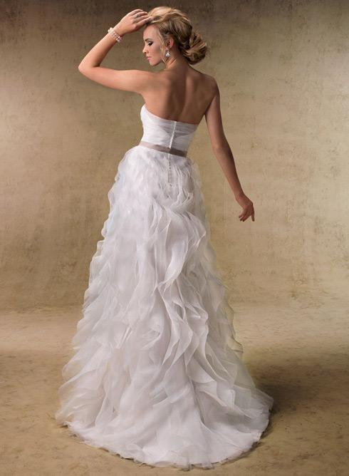 Šaty...kapitola sama o sebe, však dámy... :D - Tieto budú moje, láska na prvý pohľad :) (...resp. urobím pre to všetko!)