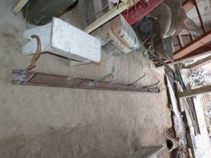 připravená traverza pro betonování bude tvořit práh vrat