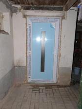 Dveře do dvora.