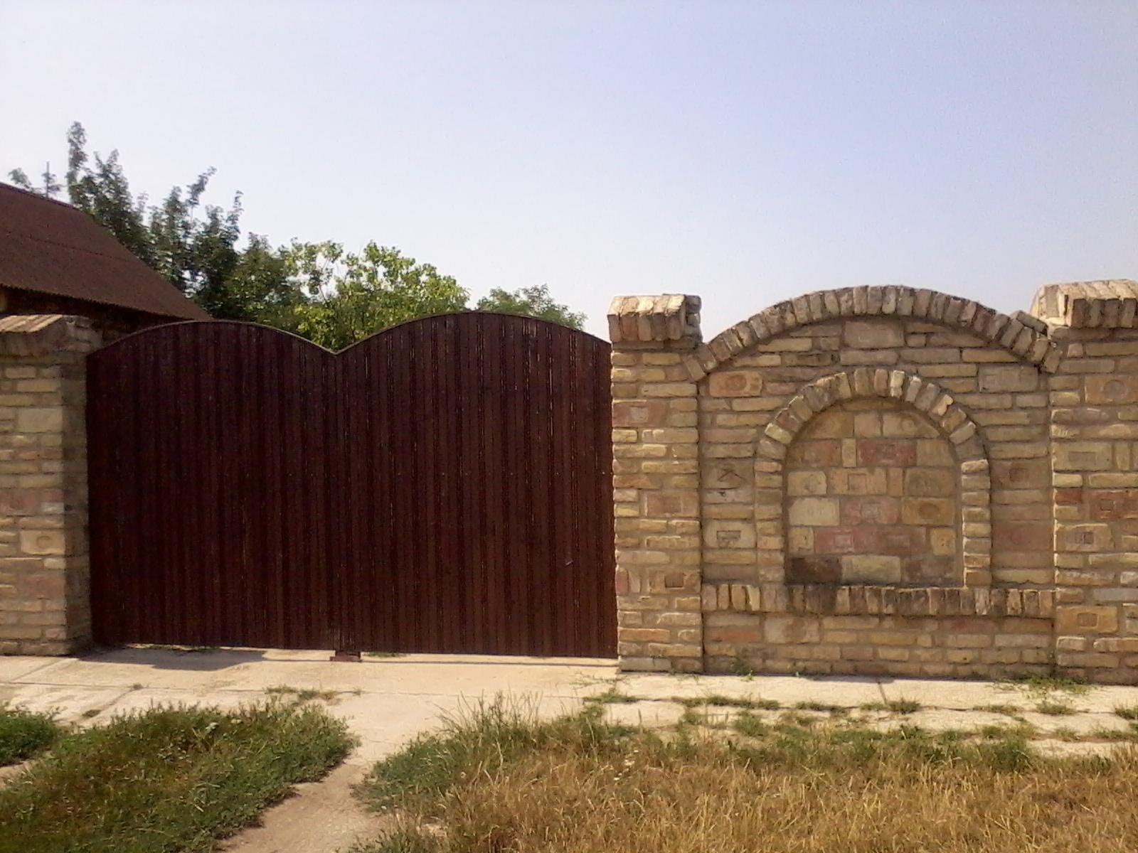 Ostatní - S bránou