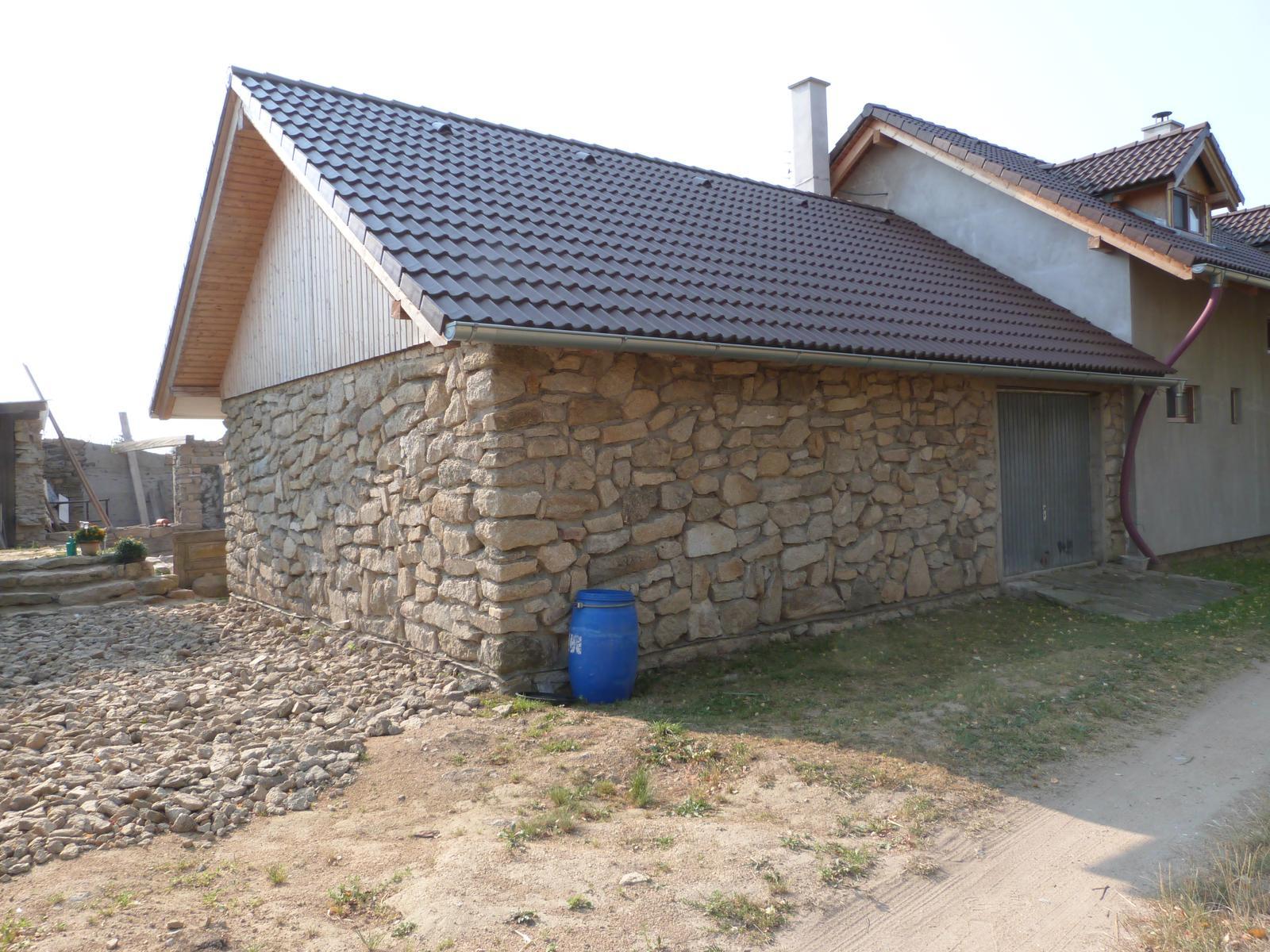 Ostatní - krásná kamenná garáž