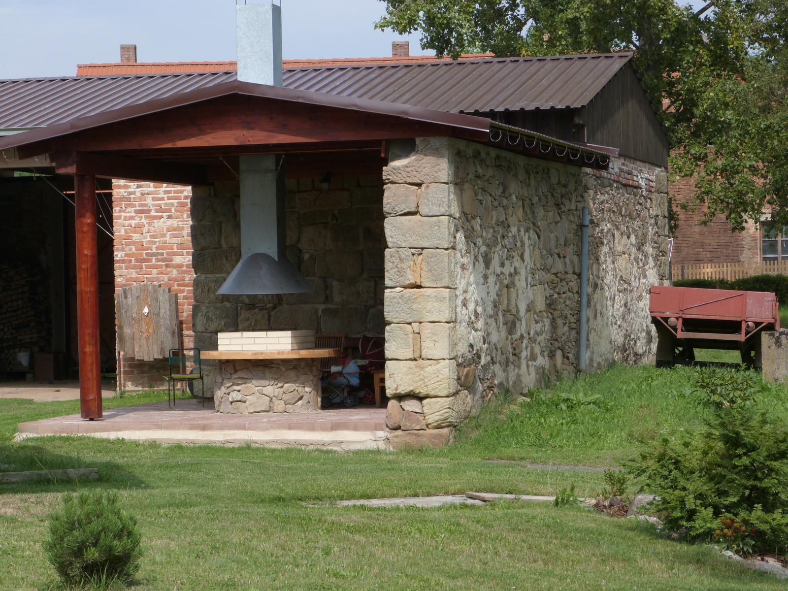 Ostatní - Z letošní dovolené, jak využít kus zdi staré stodoly.