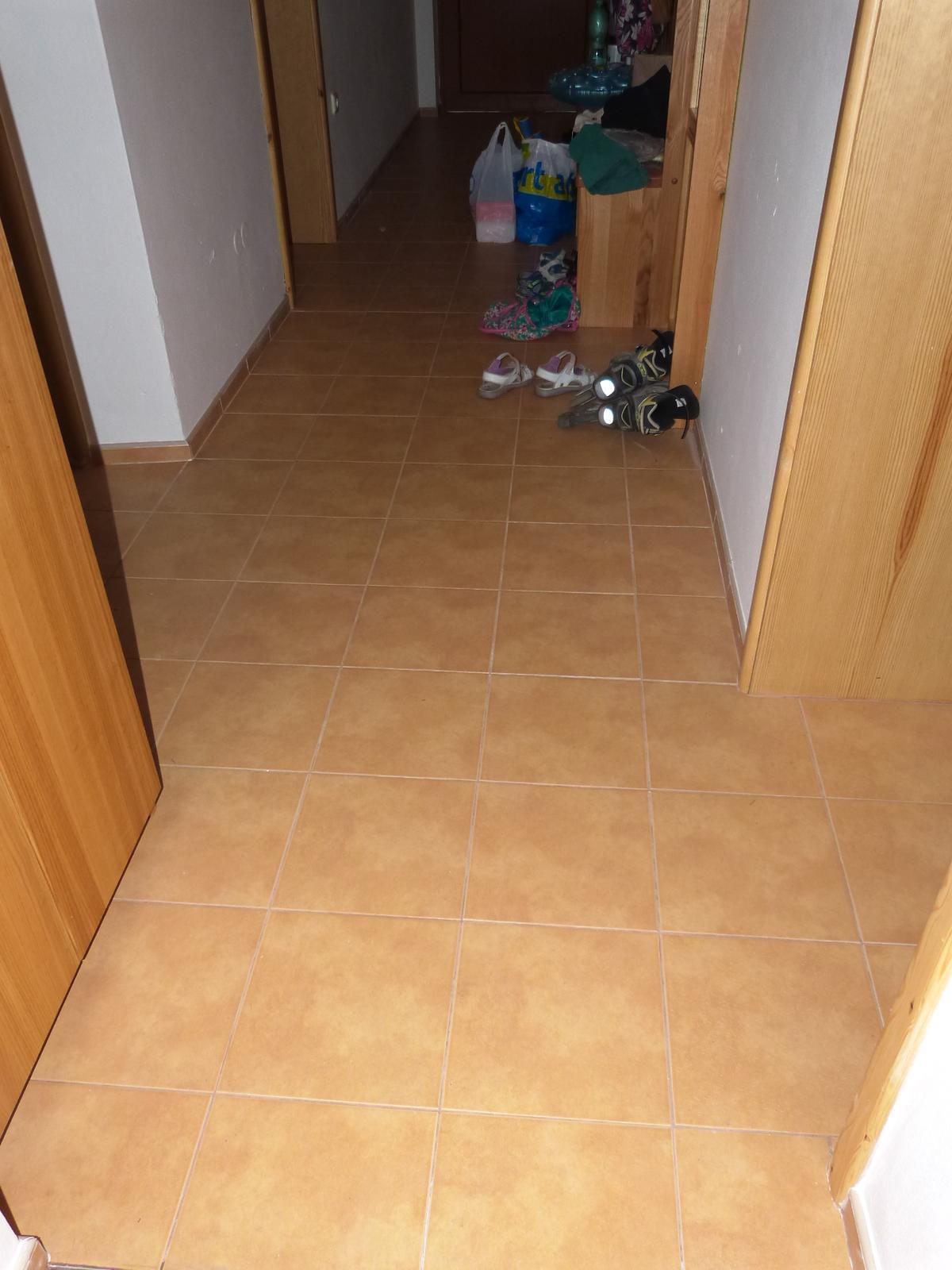 Podlahy - konečně jsme se dostali i k  podlaze v chodbě