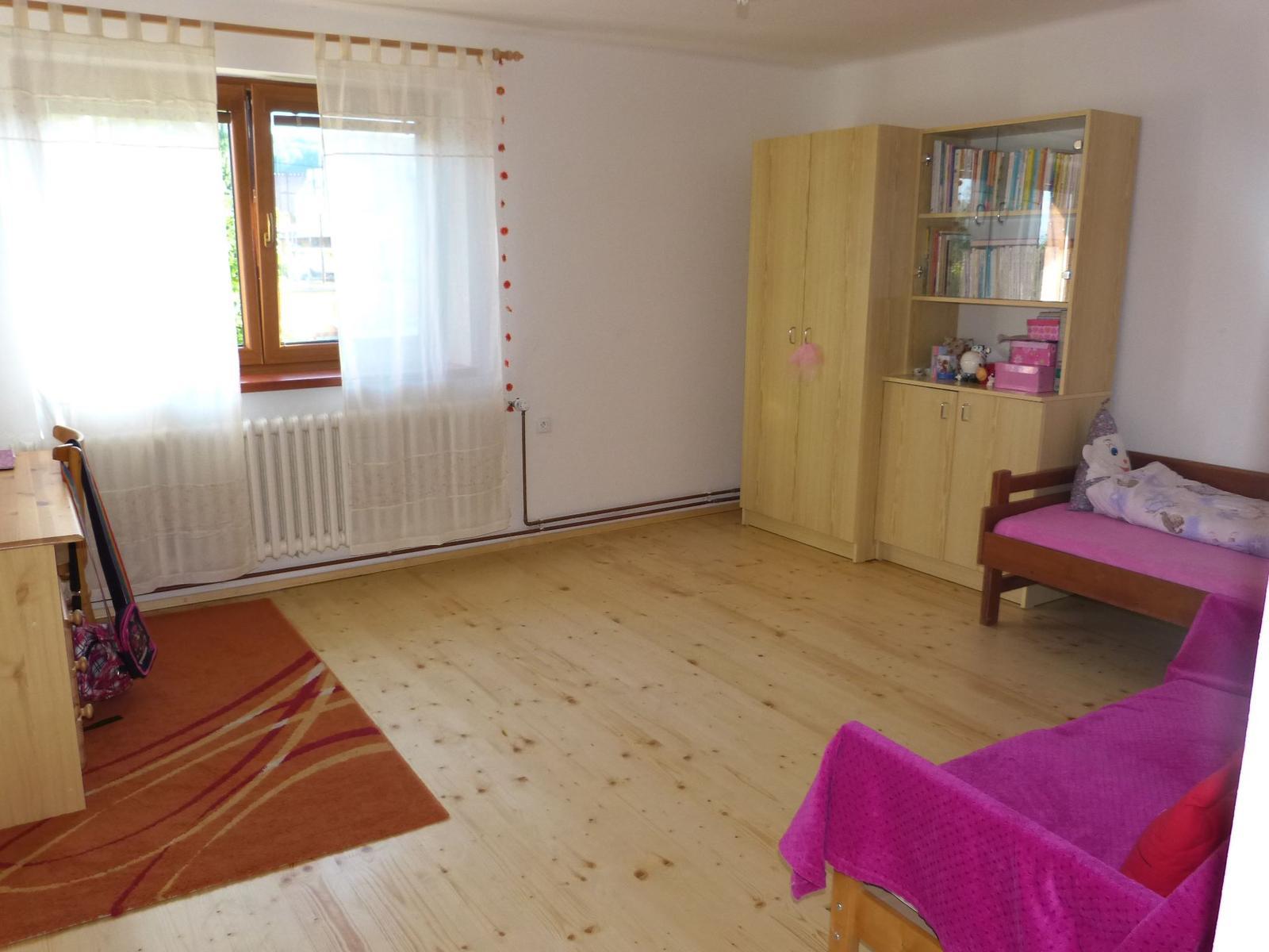 Podlahy - A když má dcerka pokojík uklizený