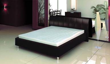 naš manželsky postel
