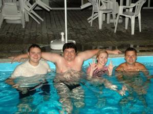 vecerne kupanie...zlava:Maros,Kopa,ja s svagor :)