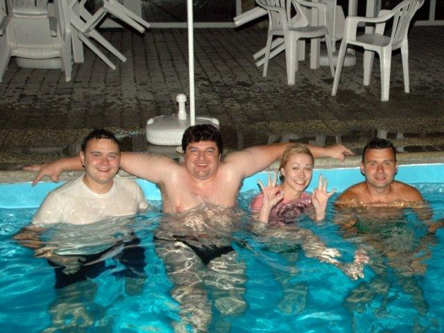 Denis{{_AND_}}Maroš - vecerne kupanie...zlava:Maros,Kopa,ja s svagor :)