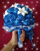 Jednoduchá modrá kytička s pierkom ,