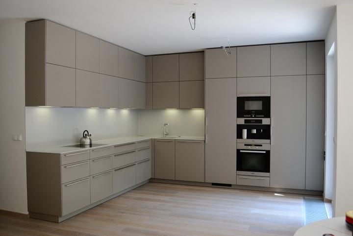 Myslím si... aneb inspirace pro naše bydlení - dokonalé uspořádání horních skříněk, takové by se nám líbilo :)
