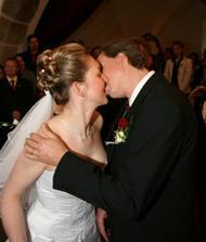 první pusa, .... novomanželská samozřejmě :-))