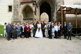 skupinové foto před hradem...