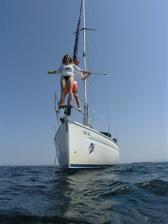 Svatební cesta proběhla na jachtě...tahle fotka byla inspirována jedním nejmenovaným filmem :-)