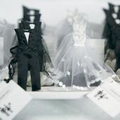 Vrecúško na svadobné cukrovinky - ženích a nevesta,